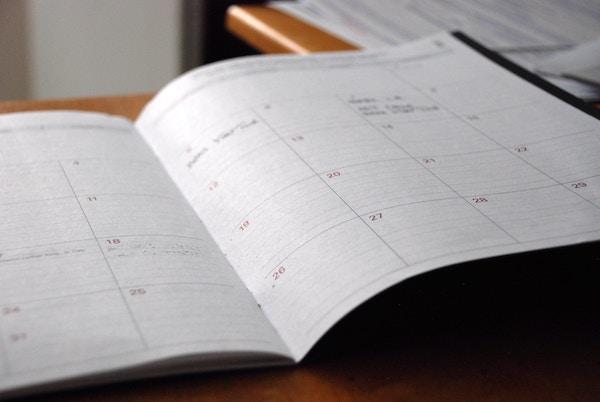 Ein offener Terminkalender.